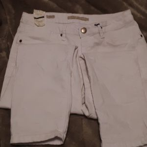 Max jeans brand .white crop Jean's NWT